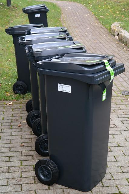 kosze plastikowe na śmieci